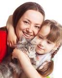 Familie met een kat Royalty-vrije Stock Foto's