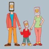 Familie met gadgets Een man, een vrouw en een kind met een telefoon in plaats van een hoofd De telefoons voor hen zijn het meest Royalty-vrije Stock Foto's