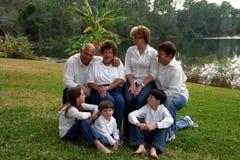 Familie met grootouders Stock Foto's