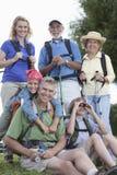 Familie met het Lopen van Materiaal Stock Fotografie