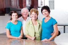 Familie mit 3 Erzeugungen Lizenzfreie Stockbilder