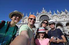Familie mit Fünfpersonen in Venedig Lizenzfreies Stockbild