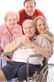 Familie mit Handikapvatervertikale Lizenzfreie Stockbilder