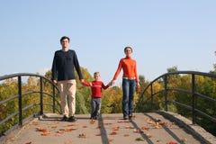 Familie mit Jungen stockbild