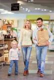 Familieneinkaufen lizenzfreies stockfoto