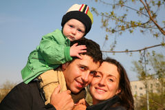 Familie mit Schätzchen lizenzfreies stockfoto