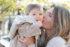 Familie: Moeder en Baby Stock Afbeeldingen