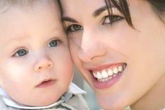 Familie: Moeder en Baby Royalty-vrije Stock Foto's