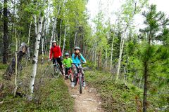 Familie mountainbike reis stock foto