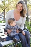 Familie: Mutter-und Schätzchen-Sohn Stockfotos