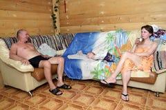 Familie nach Saunabesuch lizenzfreies stockfoto