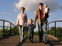 familie op brug Stock Foto