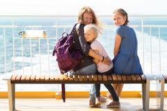 Familie op de veerboot Stock Afbeelding