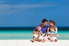 Familie op de zomervakantie Stock Foto