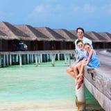 Familie op de zomervakantie bij toevlucht Royalty-vrije Stock Foto