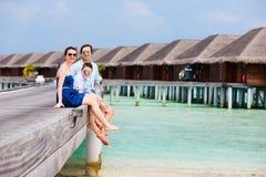 Familie op de zomervakantie bij toevlucht Royalty-vrije Stock Foto's