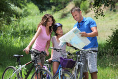 Familie op een fietsrit Stock Afbeelding
