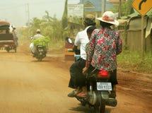Familie op een motorfiets Stock Afbeelding