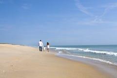 Familie op een strand Stock Fotografie