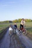 Familie op fiets Stock Foto