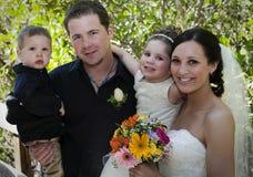 Familie op huwelijksdag Royalty-vrije Stock Foto's