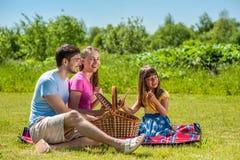 Familie op picknick Stock Foto