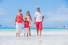 Familie op Tropisch Strand stock fotografie