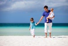 Familie op vakantie Stock Afbeeldingen