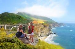 Familie op vakantie wandelingsreis Royalty-vrije Stock Afbeelding