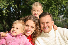 Familie in Park 2 Lizenzfreie Stockbilder