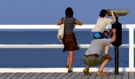 Familie am Pier Stockfotografie