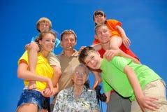 Familie rond oma Royalty-vrije Stock Fotografie