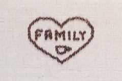 Familie schloss in der Herzform auf linea Beschaffenheit ein, die nah in der Mitte, Schuss oben ausgerichtet war stockbilder