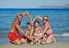 Familie am Seeuferstrand Lizenzfreies Stockfoto