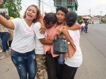 Familie Selfie, lokale Leute nehmen auf dem Weg zum Tempel teil stockbilder