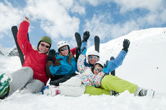 Familie, ski, sneeuw, zon en pret Royalty-vrije Stock Afbeeldingen