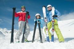 Familie, ski, zon en pret stock fotografie