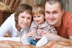 Familie thuis stock foto's