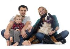 Familie und Hund Lizenzfreies Stockbild