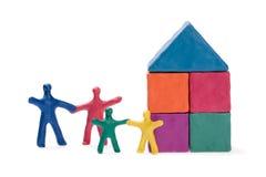 Familie und neues Haus Stockbild
