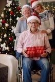 Familie, vakantie, generatie, Kerstmis en mensenconcept - por royalty-vrije stock foto