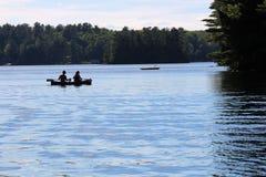 Familie van Canoeing Drie op het Meer Royalty-vrije Stock Fotografie
