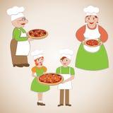 Familie van chef-koks en heerlijke pizza Stock Foto