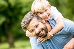 Familie van vader en zoon stock fotografie