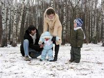 Familie van vier in de winter Royalty-vrije Stock Afbeelding