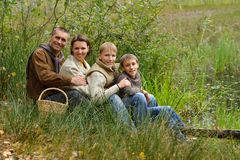 Familie van vier die plukken Stock Afbeelding