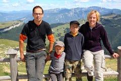 Familie van vier op hun vakantie royalty-vrije stock fotografie