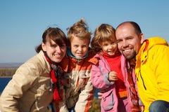 Familie van vier zonnige de herfstdag royalty-vrije stock foto