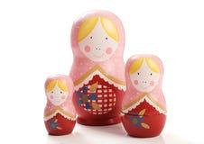 Familie von drei russischen Puppen Lizenzfreie Stockbilder