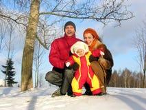 Familie von drei. Winter. Sonne. Stockfoto